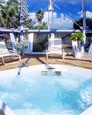 万座ビーチホテル&リゾート「ジャグジー&サンルーム」
